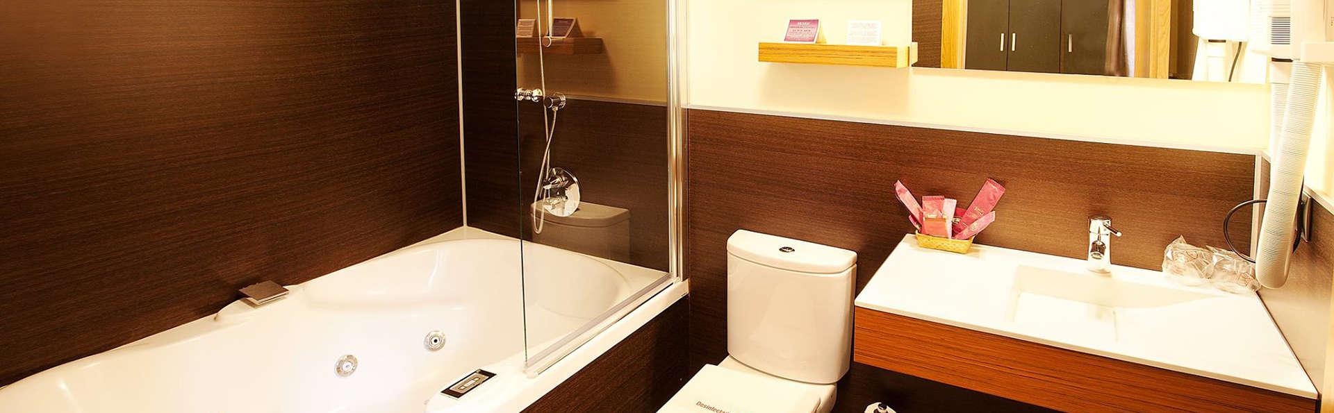 Hotel Venta de Etxalar - EDIT_bath.jpg