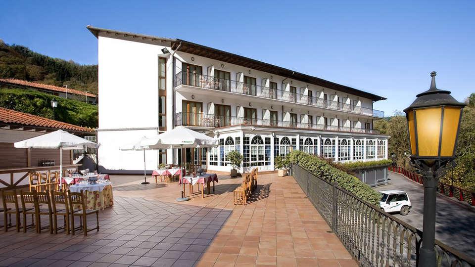 Hotel Venta de Etxalar - EDIT_restauranterrace1.jpg
