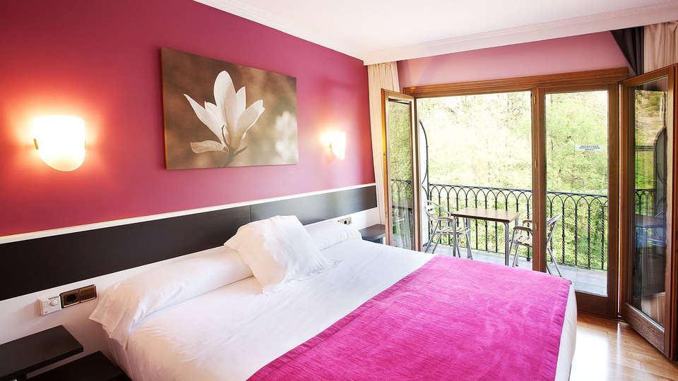 Hotel Venta de Etxalar - EDIT_room.jpg