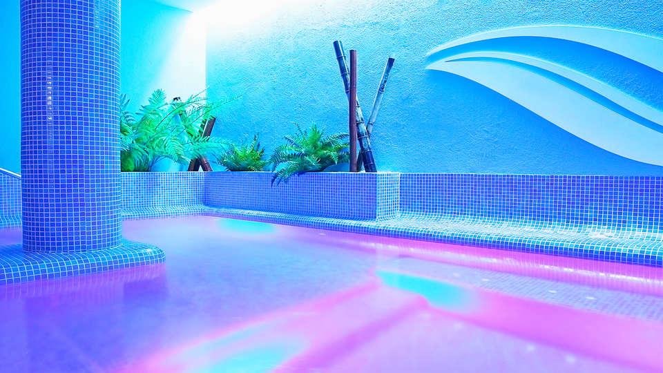 Hotel Vilassar - EDIT_3_POOL.jpg