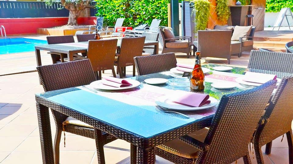 Hotel Vilassar - EDIT_13_POOL.jpg