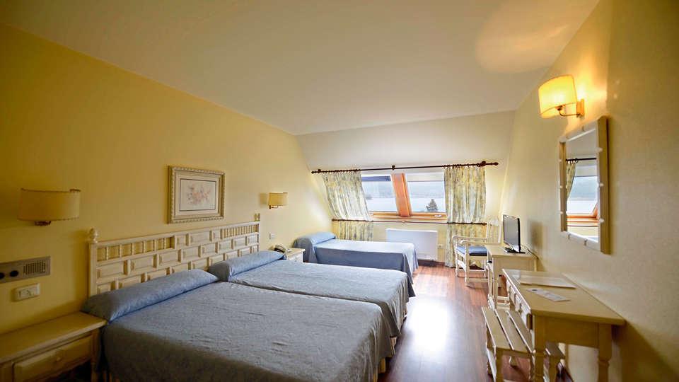 Hotel Villa Covelo - EDIT_room.jpg