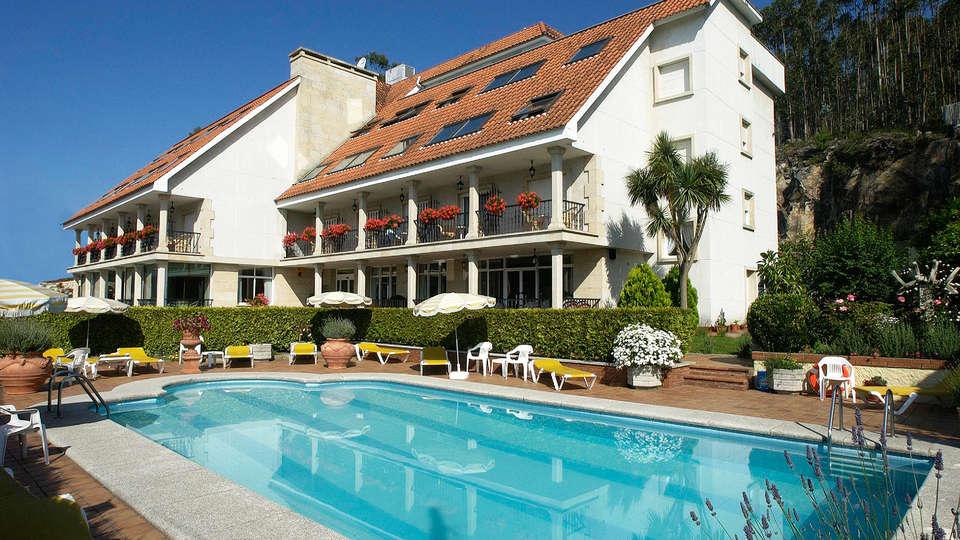Hotel Villa Covelo - EDIT_pool.jpg