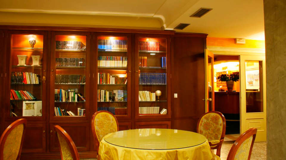 Hotel Villa Covelo - EDIT_salon.jpg