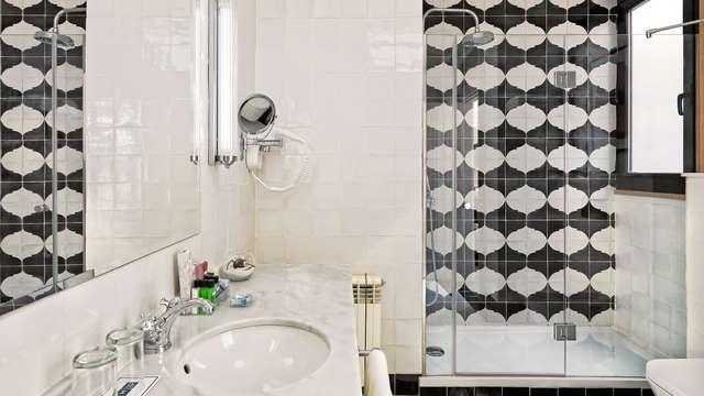 Boutique Hotel H Villa de la Reina - NEW bath