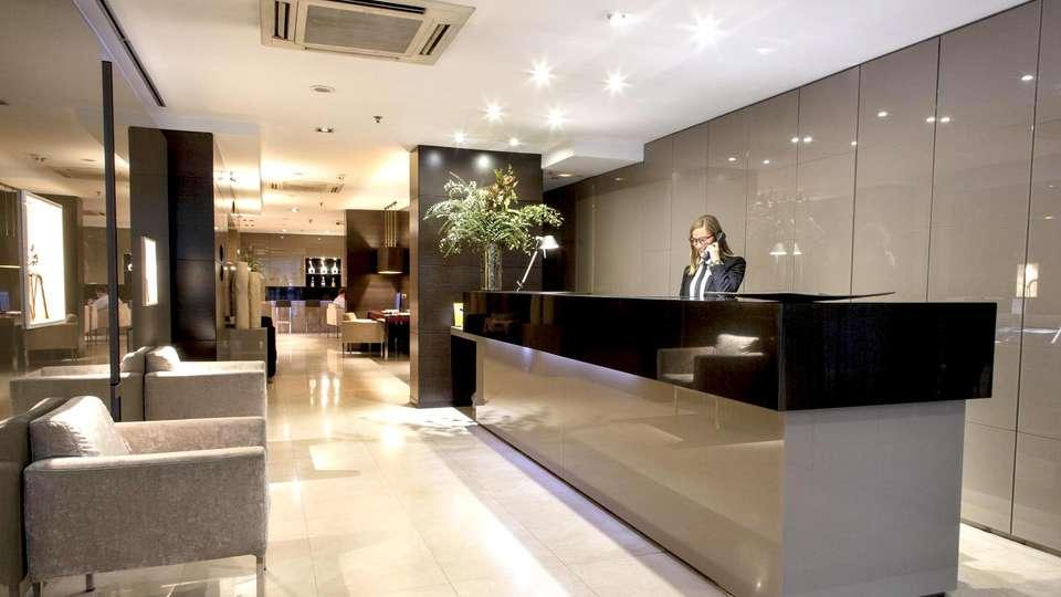 Hotel Zenit Abeba - Edit_REception.jpg
