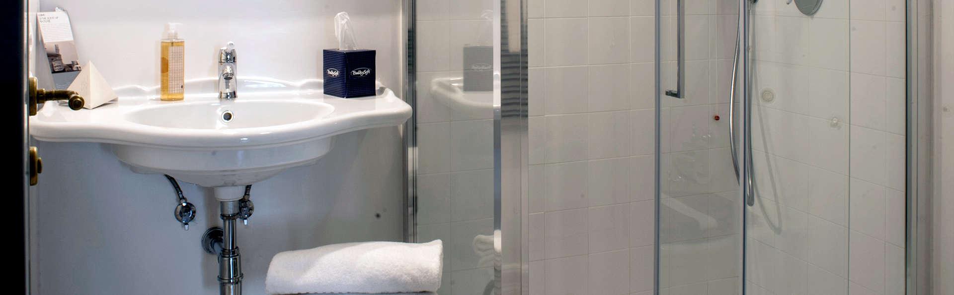 Palazzo Pacini - Edit_Bathroom3.jpg