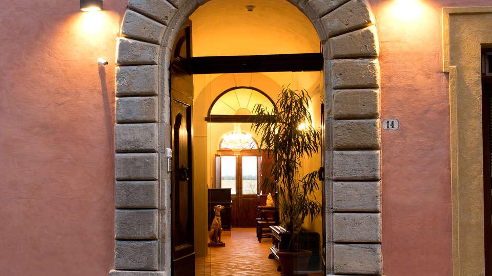 Palazzo Pacini - Edit_Entrance.jpg
