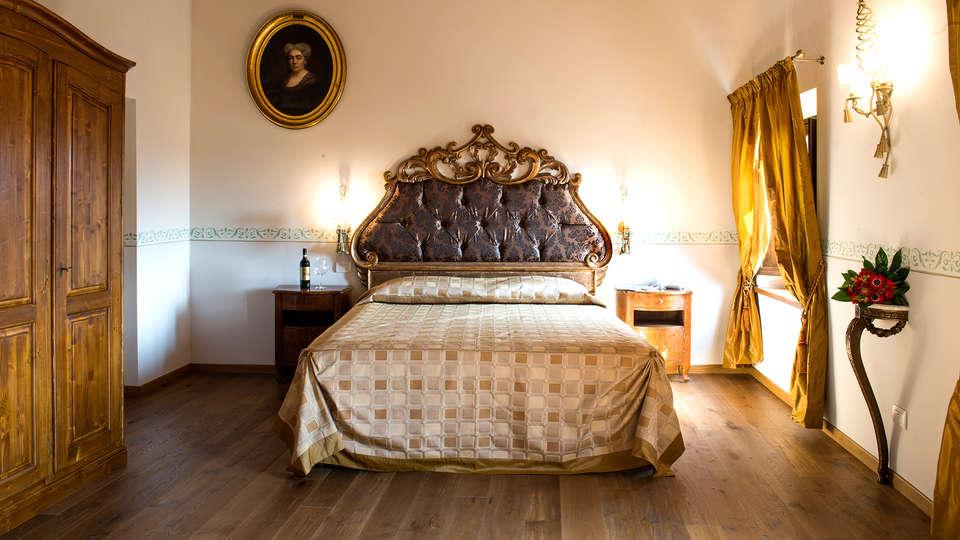 Palazzo Pacini - Edit_Room2.jpg