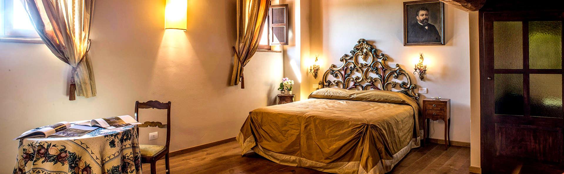 Palazzo Pacini - Edit_Room8.jpg