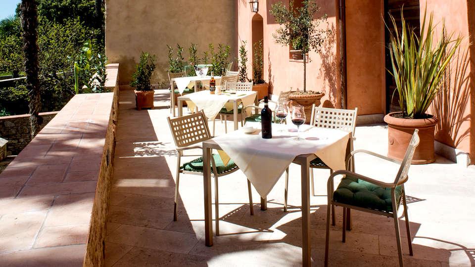 Palazzo Pacini - Edit_Terrace.jpg