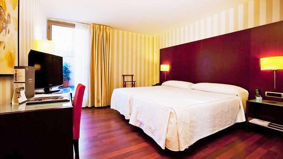 Hotel Zenit Borrell - EDIT_8_habitacion.jpg