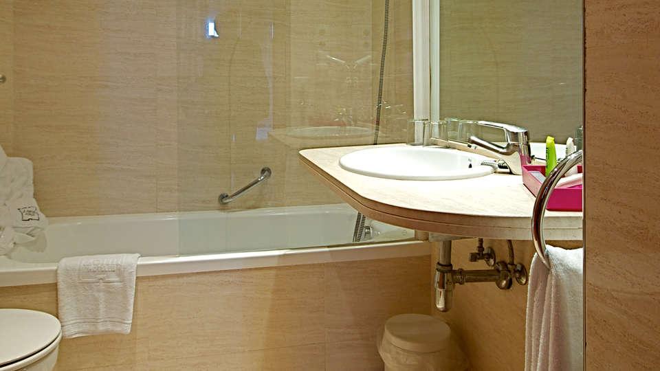 Hotel Zenit Don Yo - Edit_Bathroom2.jpg