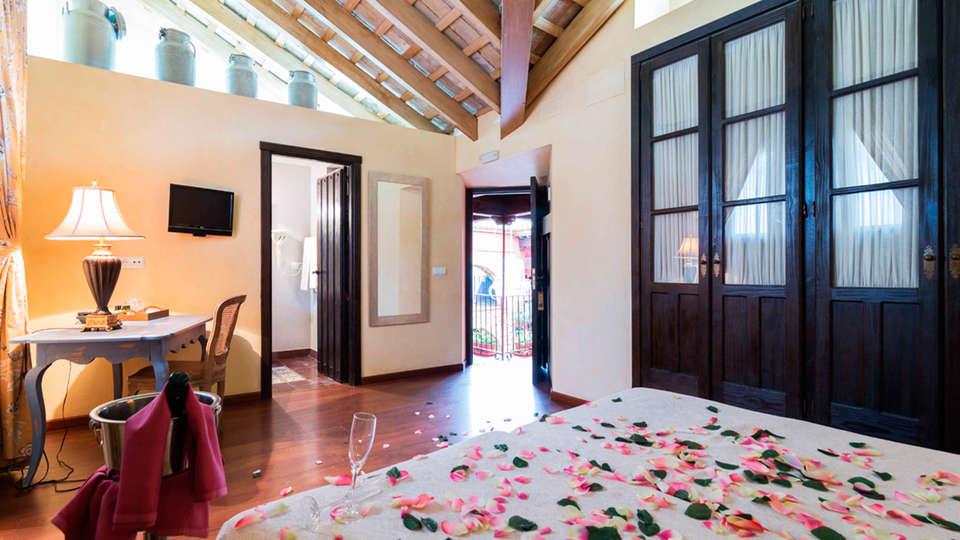 La Casona de Calderón Gastronomic & Boutique Hotel - EDIT_roomantic.jpg