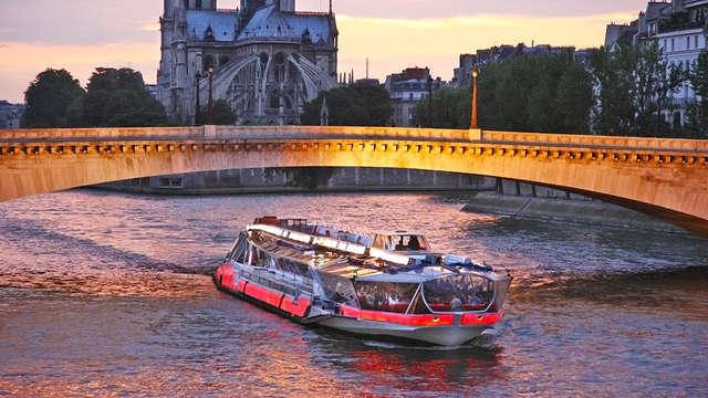 Romanticismo con cena-crucero en París