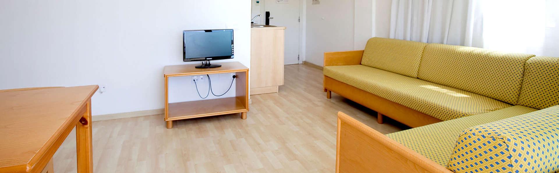 Les Dàlies - Blaumar Apartaments - Edit_Apartment7.jpg