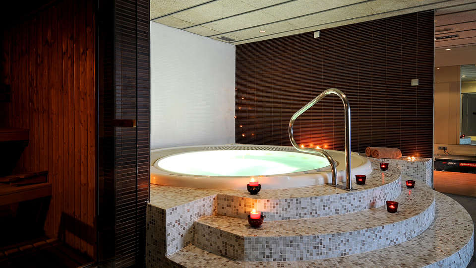 Magnolia Hotel (Adults Only) - Edit_Jacuzzi.jpg
