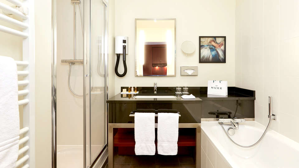 Crowne Plaza - Paris - Charles de Gaulle - EDIT_NEW_BATHROOM.jpg