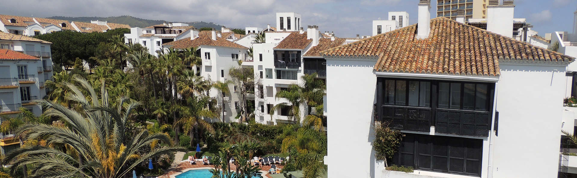 Apartamentos Jardines Las Golondrinas - edit_piscina.jpg