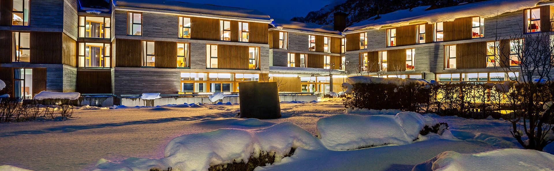 Escapada desconexión de lujo en medio del Pirineo con acceso al spa, cena y copa de bienvenida