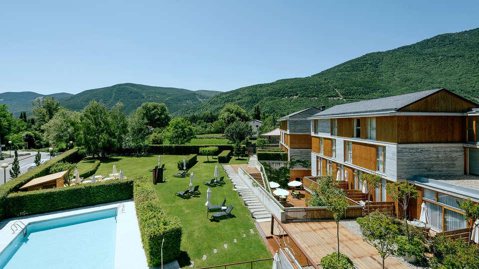 Hotel Tierra de Biescas - EDIT_NEW_frontpool.jpg