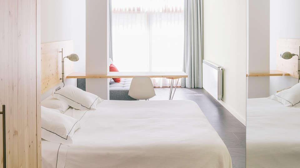 Hotel Tierra de Biescas - EDIT_NEW_room1.jpg
