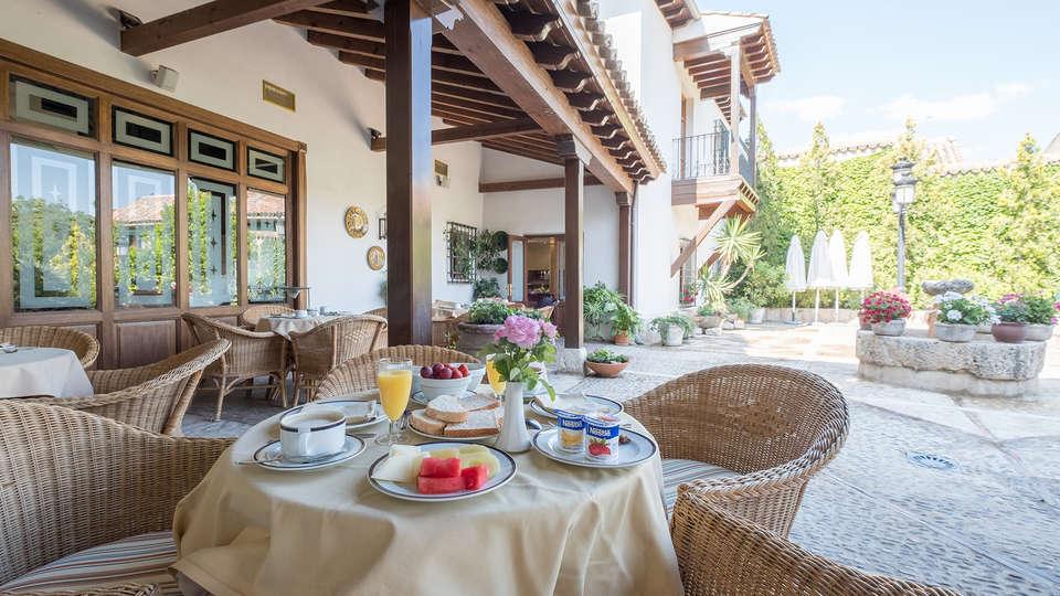 Hotel Condesa de Chinchón - EDIT_breakfasterrace.jpg