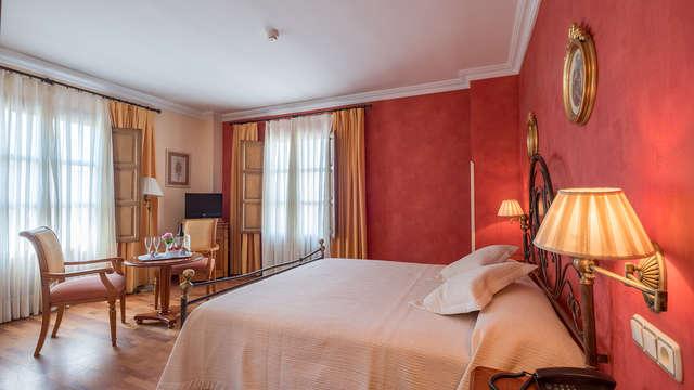 Romanticismo en Chinchón con bañera hidromasaje en la habitación y botella de cava