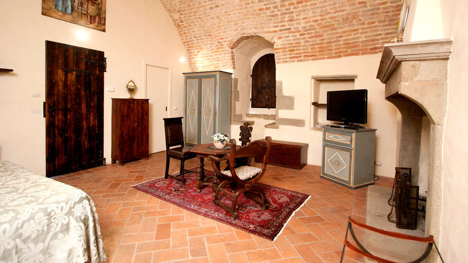 Relais Torre Santa Flora - Edit_Room10.jpg