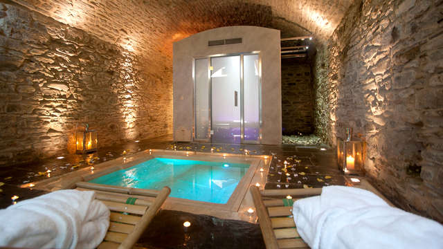 Weekend romantico tra le colline toscane in Suite e spa privata