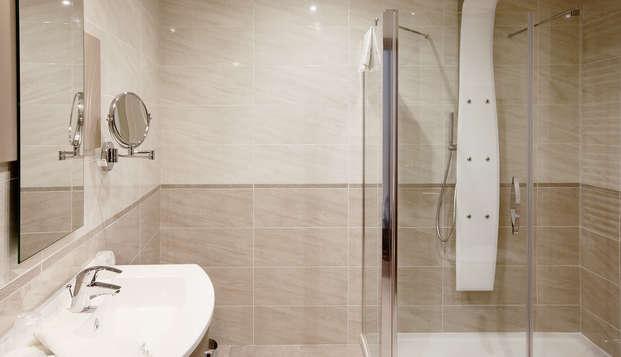 Hotel de Grignan - bath