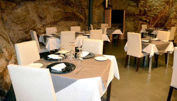 Escapada con cena típica en uno de los pueblos más bonitos de la Sierra de Francia