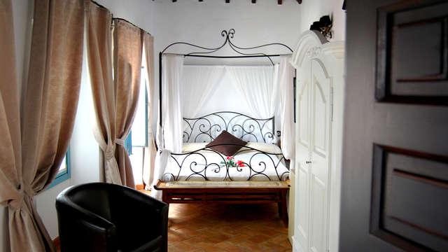 Escapada en habitación superior y botella de vino a un paso de Sevilla