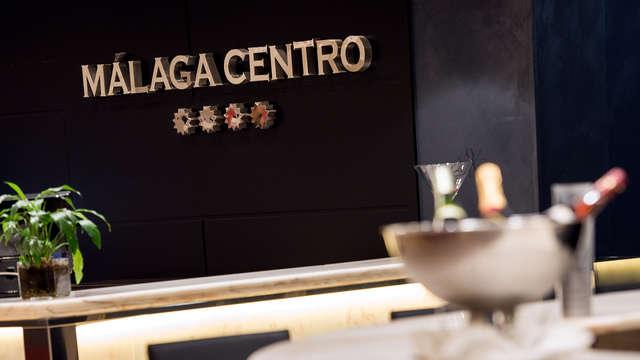 Escapada romántica: cena, cava y detalle gastronómico en un 4* del centro de Málaga