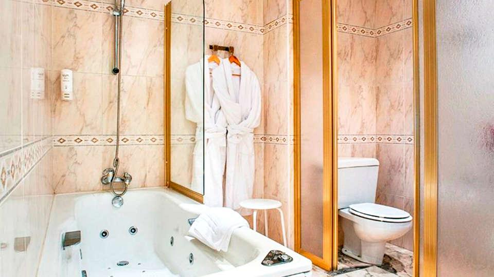 Sercotel Hotel Bahía de Vigo - EDIT_bath.jpg