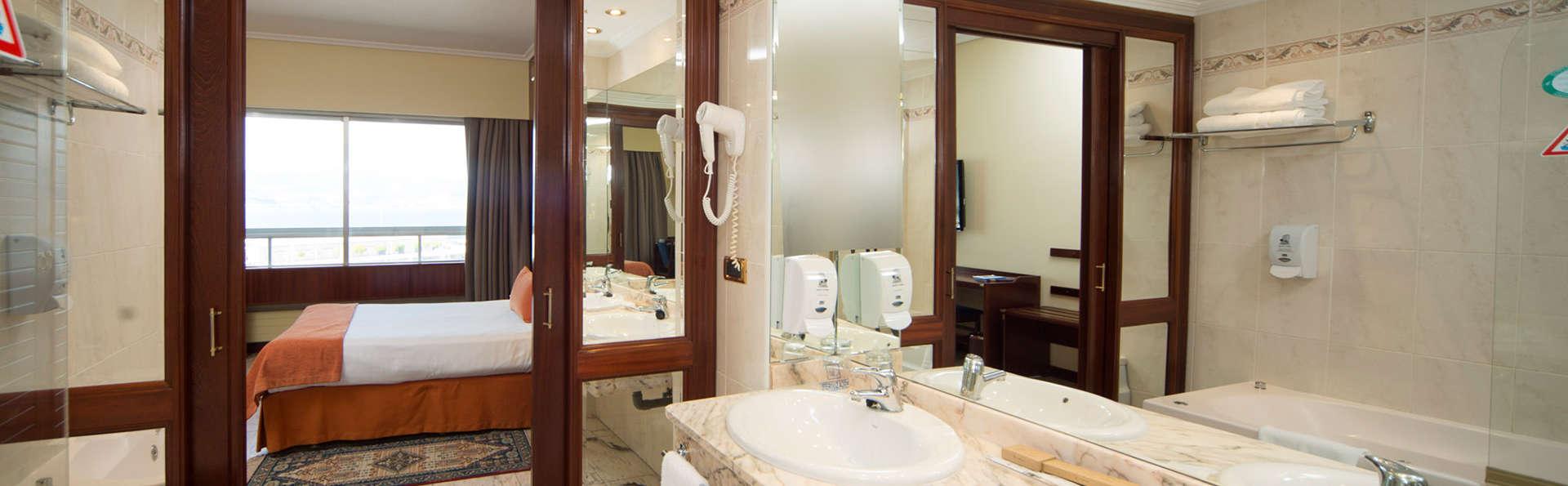 Sercotel Hotel Bahía de Vigo - EDIT_bath2.jpg
