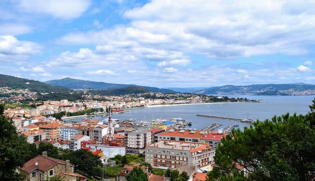 Escapada con desayuno, botella de cava y bañera hidromasaje en el casco antiguo de Vigo
