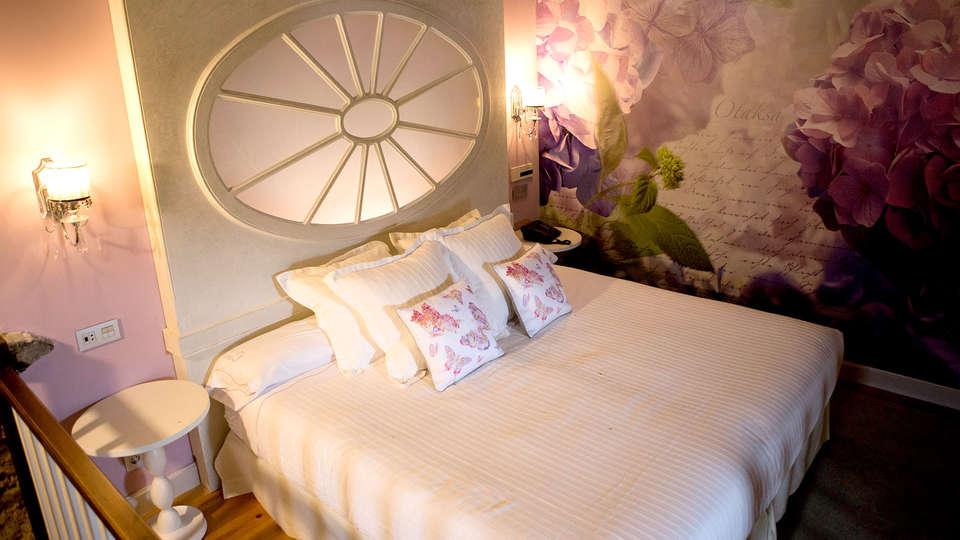 Hotel Palacio Torre de Ruesga - Edit_Room2.jpg