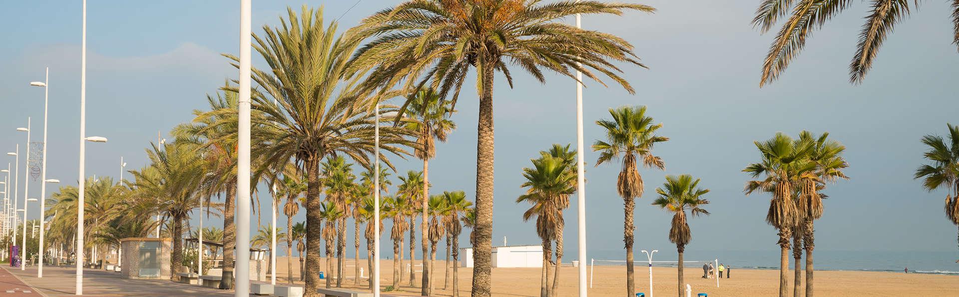 Chambre triple et séjour idéal pour les amoureux de la plage, de la mer et de la montagne