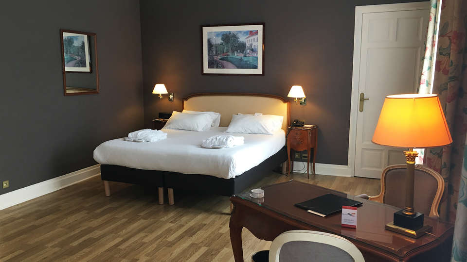 Hôtel Carlton   - EDIT_junioroom1.jpg
