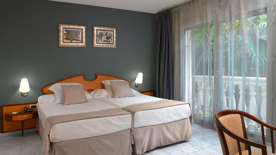 URH Sitges Playa - EDIT_room3.jpg