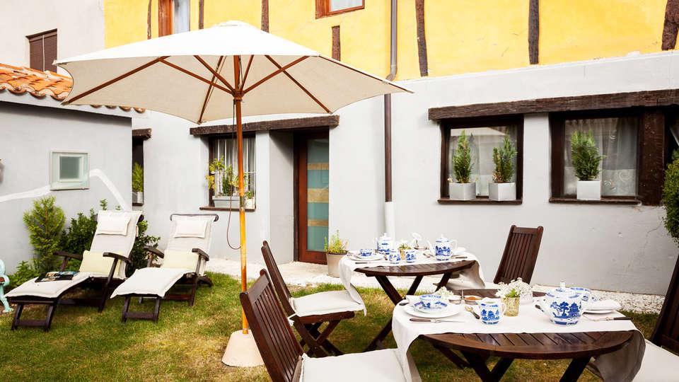 Hotel Boutique Valle de Oca - EDIT_terrace.jpg