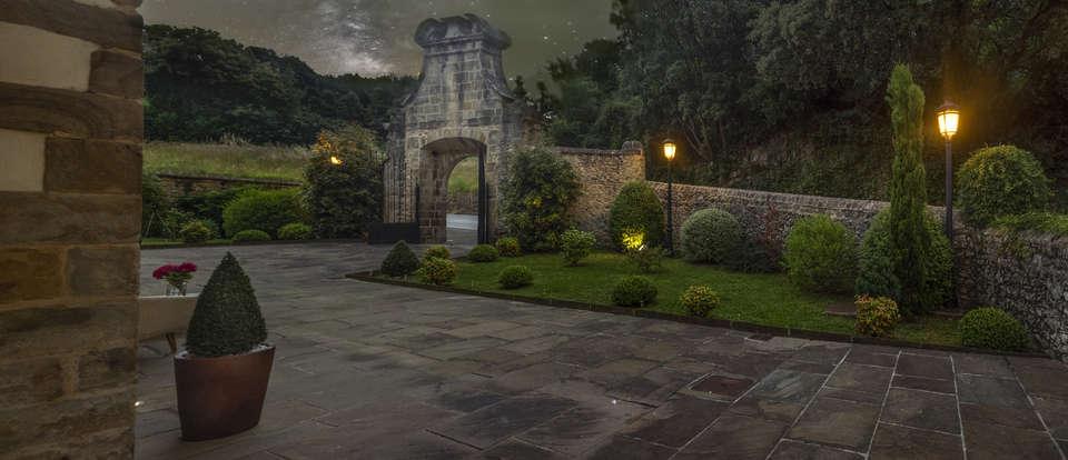 Palacio de Arce - panoramica_noche.jpg