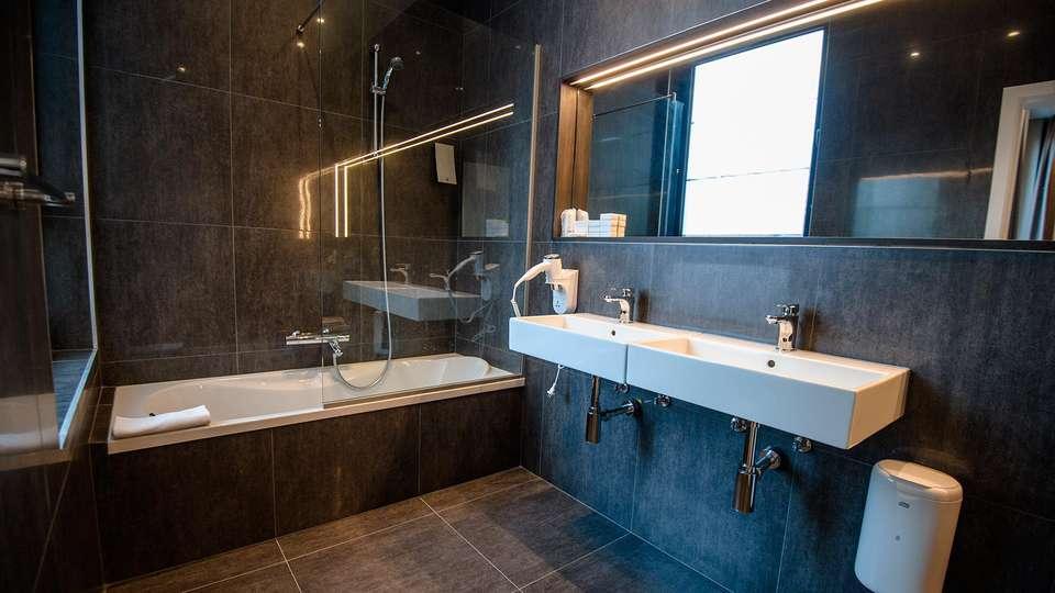 Hotel Elisabeth - EDIT_bathroom2.jpg