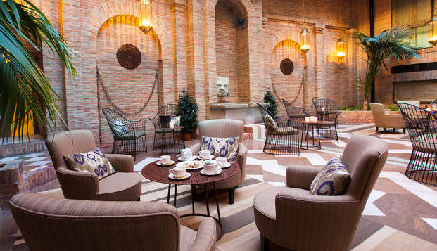 Alójate en un lujoso hotel 4* ubicado en el corazón de Granada, con desayuno y acceso a la sauna