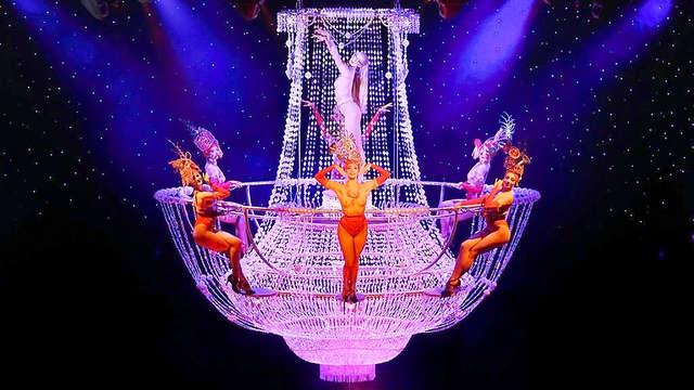 Séjour féerique à Paris avec entrées pour le spectacle au cabaret du Lido