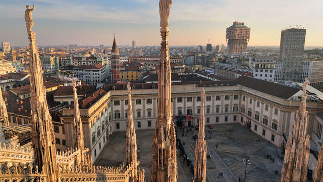 Dormi in centro a Milano, visita il Duomo e sali fin sulla terrazza sovrastante!