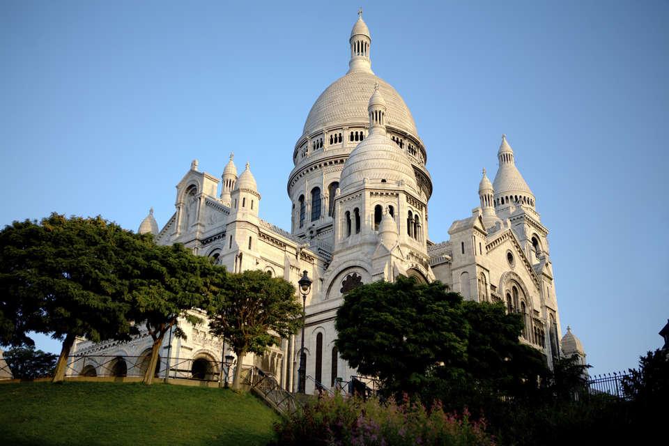 Timhotel Montmartre - Paris_-_Sacre-Coeur_in_the_morning_-_iStockphoto_-_ThinkStock.jpg