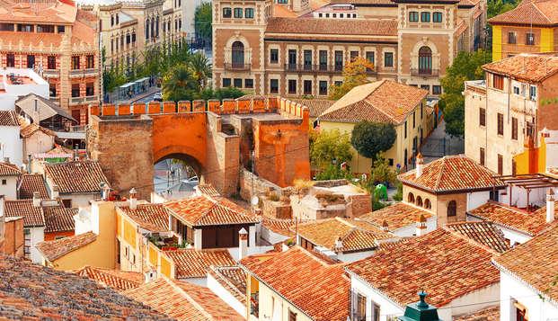 Alójate en el barrio judío de Granada y disfruta de sus calles con visita guiada