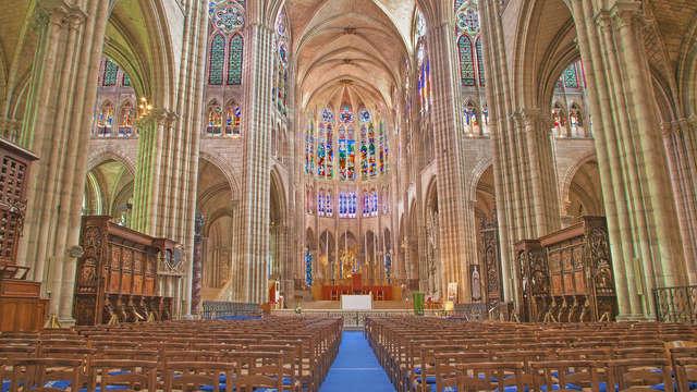 Visita la basílica de Saint-Denis, a las afueras de París